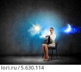 Купить «Деловая женщина ищет работу. Девушка сидит на стуле на фоне облаков и солнца», фото № 5630114, снято 19 сентября 2018 г. (c) Sergey Nivens / Фотобанк Лори
