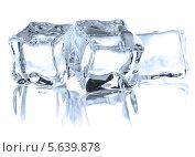 Купить «Прозрачные кубики льда на белом фоне», фото № 5639878, снято 23 октября 2012 г. (c) Natalja Stotika / Фотобанк Лори