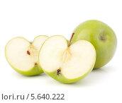 Купить «Зеленые яблоки на белом фоне», фото № 5640222, снято 12 марта 2012 г. (c) Natalja Stotika / Фотобанк Лори