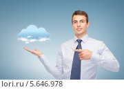 Купить «Молодой человек показывает тучу и рассказывает о прогнозе погоды», фото № 5646978, снято 12 сентября 2013 г. (c) Syda Productions / Фотобанк Лори