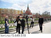 Купить «Группа журналистов снимает репортаж возле Московского Кремля», фото № 5649518, снято 24 апреля 2012 г. (c) Losevsky Pavel / Фотобанк Лори