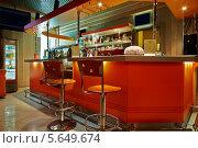 Купить «Барная стойка и стулья в оранжевых тонах», фото № 5649674, снято 30 мая 2012 г. (c) Losevsky Pavel / Фотобанк Лори