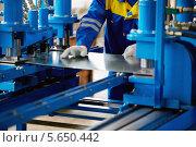 Купить «Лист металла и руки работника, который работает на прессе», фото № 5650442, снято 7 июня 2012 г. (c) Losevsky Pavel / Фотобанк Лори