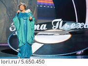 Купить «Эдита Пьеха поет на юбилейном концерте в Кремлевском дворце, 14 октября 2012 года в Москве», фото № 5650450, снято 14 октября 2012 г. (c) Losevsky Pavel / Фотобанк Лори