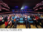 Купить «Зрители на юбилейном концерте Эдиты Пьехи в Кремлевском дворце», фото № 5650470, снято 14 октября 2012 г. (c) Losevsky Pavel / Фотобанк Лори