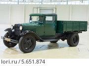 Купить «Старинный автомобиль ГАЗ на выставке на Втором Евразийском конгрессе и выставке ExpoCityTrans-2012», фото № 5651874, снято 3 октября 2012 г. (c) Losevsky Pavel / Фотобанк Лори