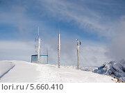 Купить «Автоматическая метеостанция на вершине горы», фото № 5660410, снято 19 февраля 2014 г. (c) Игорь Дашко / Фотобанк Лори