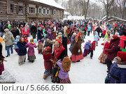 Купить «Масленица, народные гулянья», фото № 5666650, снято 20 июня 2019 г. (c) Igor Lijashkov / Фотобанк Лори