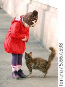 Девочка с кошкой (2012 год). Редакционное фото, фотограф Светлана Шерлыгина / Фотобанк Лори