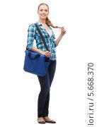 Купить «Симпатичная девушка в клетчатой блузке в полный рост с ноутбуком в сумке», фото № 5668370, снято 12 февраля 2014 г. (c) Syda Productions / Фотобанк Лори