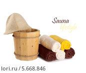 Купить «Деревянные ведро с ковшом для сауны и полотенца», фото № 5668846, снято 2 марта 2014 г. (c) Lora Liu / Фотобанк Лори
