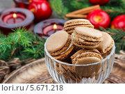 Купить «Парижское миндальное печенье на рождественском столе», фото № 5671218, снято 31 марта 2020 г. (c) BE&W Photo / Фотобанк Лори
