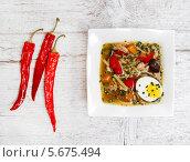 Том ям - пряный, кислый традиционный суп в Лаосе и Тайване. Стоковое фото, агентство BE&W Photo / Фотобанк Лори
