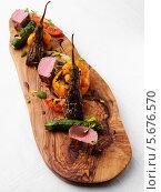 Купить «мясо ягненка с жареными овощами», фото № 5676570, снято 15 октября 2018 г. (c) Food And Drink Photos / Фотобанк Лори