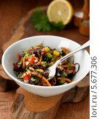 Купить «овощной салат с морскими водорослями в белой пиале», фото № 5677306, снято 15 ноября 2010 г. (c) Food And Drink Photos / Фотобанк Лори