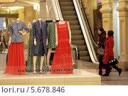 Москва, ГУМ, выставка одежды на первом этаже магазина (2014 год). Редакционное фото, фотограф Дмитрий Неумоин / Фотобанк Лори