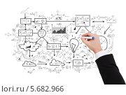 Купить «Бизнесмен рисует большой план», фото № 5682966, снято 14 ноября 2013 г. (c) Syda Productions / Фотобанк Лори