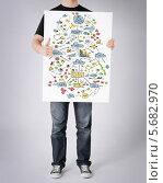 Купить «Молодой человек стоит с баннером, на котором нарисована схема», фото № 5682970, снято 21 марта 2013 г. (c) Syda Productions / Фотобанк Лори
