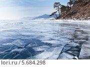 Купить «Зимний берег Байкала с застывшими трещинами на льду», фото № 5684298, снято 8 марта 2014 г. (c) Виктория Катьянова / Фотобанк Лори