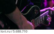 Игра на гитаре. Выступление на концерте. Стоковое видео, видеограф Иван Артемов / Фотобанк Лори