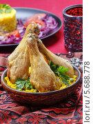 Купить «Курица карри с желтым рисом в чаше на цветной скатерти», фото № 5688778, снято 16 декабря 2019 г. (c) BE&W Photo / Фотобанк Лори