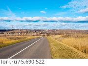 Купить «Автомобильная дорога в Подмосковье», фото № 5690522, снято 5 ноября 2011 г. (c) Зобков Георгий / Фотобанк Лори