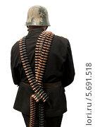 Купить «Солдат в каске и с пулемётными лентами на белом фоне», фото № 5691518, снято 22 мая 2019 г. (c) Георгий Хрущев / Фотобанк Лори
