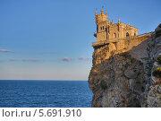 Купить «Ласточкино гнездо, Крым», фото № 5691910, снято 21 августа 2013 г. (c) Losevsky Pavel / Фотобанк Лори