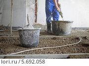 Купить «Ведра с цементом и провода на полу. Ремонт», фото № 5692058, снято 3 июля 2013 г. (c) Losevsky Pavel / Фотобанк Лори