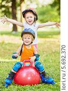 Купить «Мальчик и девочка на роликах с мячом в парке», фото № 5692370, снято 4 июля 2013 г. (c) Losevsky Pavel / Фотобанк Лори
