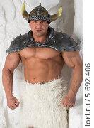 Купить «Мускулистый мужчина в костюме викинга», фото № 5692406, снято 3 октября 2013 г. (c) Losevsky Pavel / Фотобанк Лори