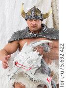 Купить «Мускулистый мужчина в костюме викинга с головой дракона», фото № 5692422, снято 3 октября 2013 г. (c) Losevsky Pavel / Фотобанк Лори