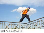 Купить «Брейк-данс. Мужчина танцует на заборе», фото № 5692518, снято 14 июня 2013 г. (c) Losevsky Pavel / Фотобанк Лори