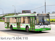 Купить «Автобус ЛиАЗ-5292. Москва. Россия», фото № 5694110, снято 2 июня 2012 г. (c) Art Konovalov / Фотобанк Лори