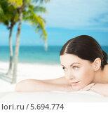 Купить «Красивая молодая брюнетка лежит на пляже во время отдыха в тропиках», фото № 5694774, снято 4 мая 2013 г. (c) Syda Productions / Фотобанк Лори