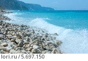 Купить «Летний галечный пляж на побережье Лефкас. Греция. Ионическое море.», фото № 5697150, снято 28 июня 2012 г. (c) Юрий Брыкайло / Фотобанк Лори