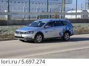 Купить «Спонсорский автомобиль Volkswagen Passat универсал на зимней Олимпиаде Сочи 2014», эксклюзивное фото № 5697274, снято 4 февраля 2014 г. (c) Алексей Гусев / Фотобанк Лори