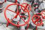 Красные вентили на трубах, фото № 5697554, снято 6 марта 2014 г. (c) Евгений Сергеев / Фотобанк Лори
