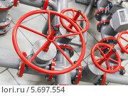 Купить «Красные вентили на трубах», фото № 5697554, снято 6 марта 2014 г. (c) EugeneSergeev / Фотобанк Лори