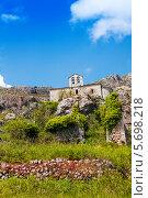 Купить «Церковь в селе Greolieres, Прованс, Франция», фото № 5698218, снято 4 июня 2013 г. (c) Сергей Новиков / Фотобанк Лори