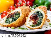 Купить «Куриные роллы заправленные овощами», фото № 5706662, снято 20 июля 2018 г. (c) BE&W Photo / Фотобанк Лори