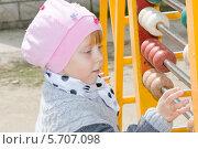 Купить «Весёлый ребенок на игровой площадке в детском садике», фото № 5707098, снято 6 апреля 2013 г. (c) Олег Хархан / Фотобанк Лори
