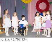 Купить «Детский сад. Дети поют песню», эксклюзивное фото № 5707134, снято 5 марта 2014 г. (c) Олег Хархан / Фотобанк Лори
