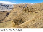 Красивый вид на глубокое горное ущелье в Карачаево-Черкесской республике. Стоковое фото, фотограф Михаил Бессмертный / Фотобанк Лори
