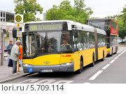 Купить «Автобус Solaris Urbino 18, Берлин, Германия», фото № 5709114, снято 10 сентября 2013 г. (c) Art Konovalov / Фотобанк Лори