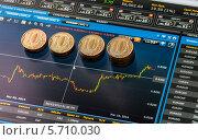 Купить «Рубли на экране монитора с биржевой информацией», фото № 5710030, снято 16 марта 2014 г. (c) Геннадий Соловьев / Фотобанк Лори