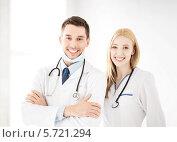Купить «Двое успешных молодых врачей с фонендоскопами», фото № 5721294, снято 18 мая 2013 г. (c) Syda Productions / Фотобанк Лори