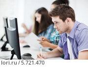 Купить «Группа студентов за компьютерами в аудитории», фото № 5721470, снято 16 июня 2013 г. (c) Syda Productions / Фотобанк Лори