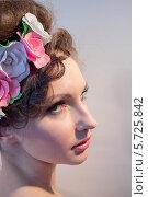 Купить «Портрет девушки с цветами», фото № 5725842, снято 2 марта 2014 г. (c) Наталья Степченкова / Фотобанк Лори