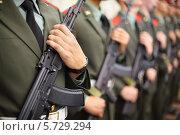 Купить «Солдаты в парадной форме с автоматами в строю», фото № 5729294, снято 19 мая 2013 г. (c) Losevsky Pavel / Фотобанк Лори